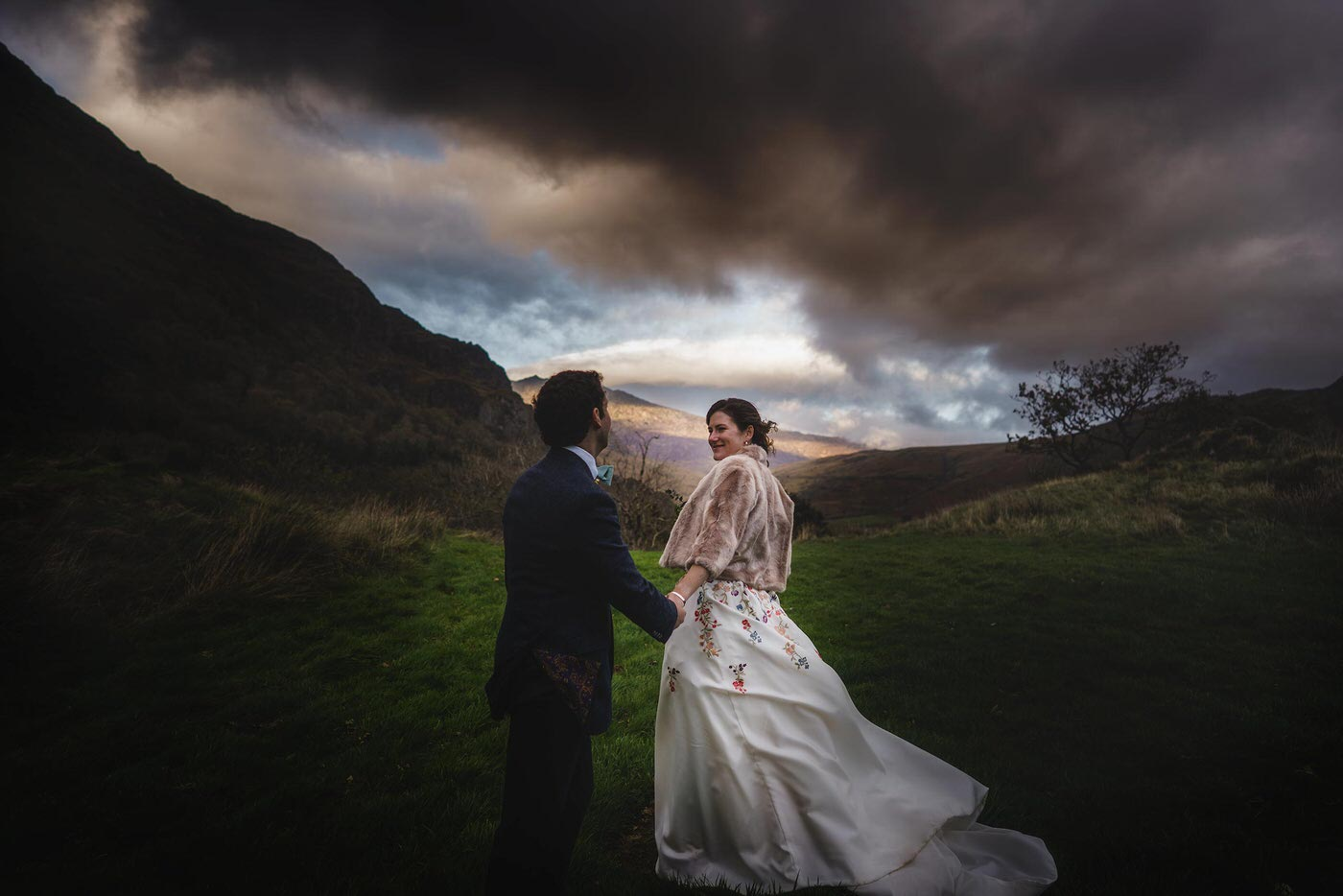 shropshire wedding and portrait photographer captures image of couple in North Wales Wedding