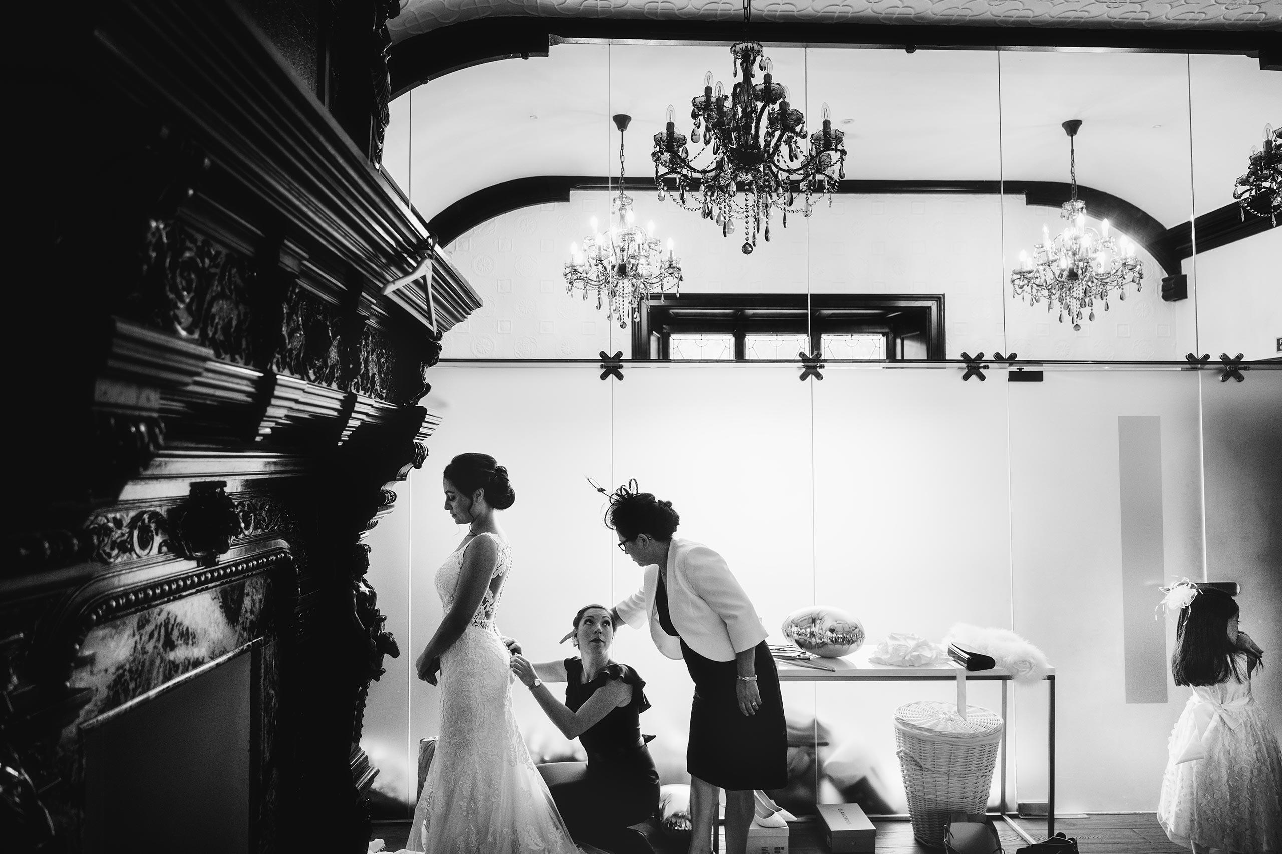 bride getting ready at Tyn Dwr Hall wedding venue in North Wales